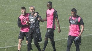 Adrián Ramos, Héctor y Vezo en el entrenamiento