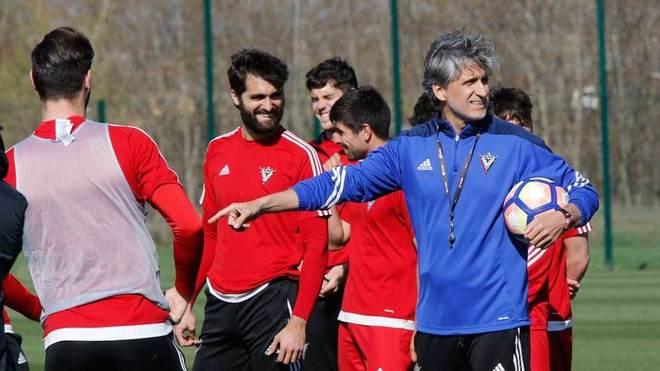 Alfaro dirige su primera sesión de entrenamiento en el Mirandés.