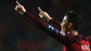 Cristiano celebrando un gol con Portugal