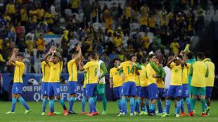 Los jugadores de Brasil celebran el triunfo ante Paraguay.