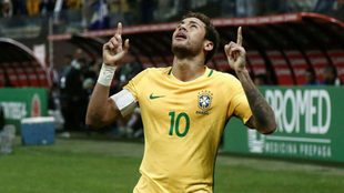 Neymar celebra su gol a Paraguay.