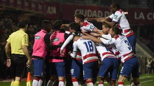 Los rojiblancos celebran un gol.