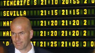 Zinedine Zidane en el aeropuerto de Valencia.