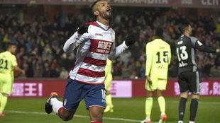 Mehdi Carcela-González celebra un gol.
