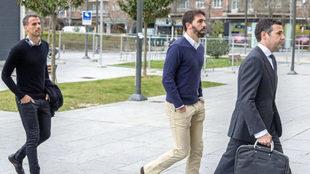 Amaya y Jordi, llegando a los Juzgados de Pamplona