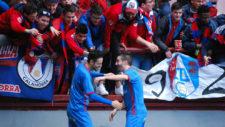 Los jugadores del CD Calahorra celebran un gol conseguido en Las...