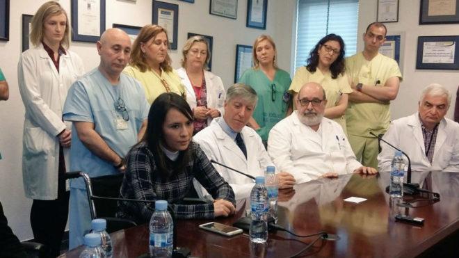 La mexicana Itzel Cruz, en rueda de prensa junto a los médicos.
