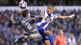 Faycal disputa un balón con Hugo Mallo en el derbi ante el Celta.