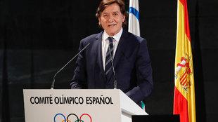José Ramón Lete inaugurando el foro sobre deporte y mujer en el COE.