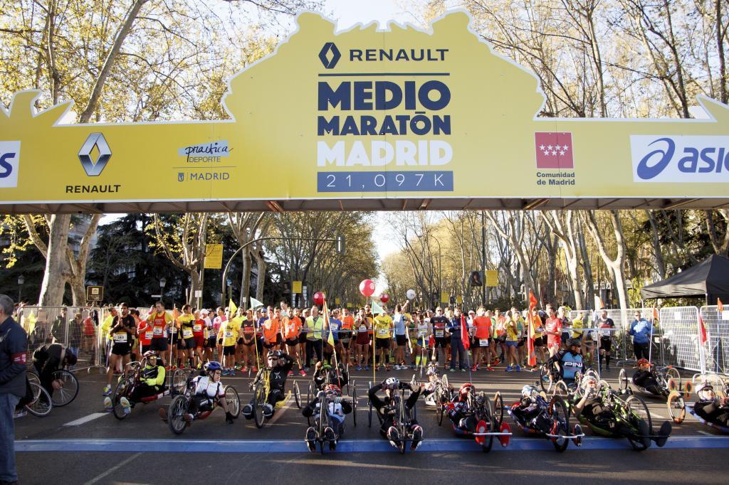 Más de 20.000 participantes tomaron la salida a las 09:00 en el Paseo...