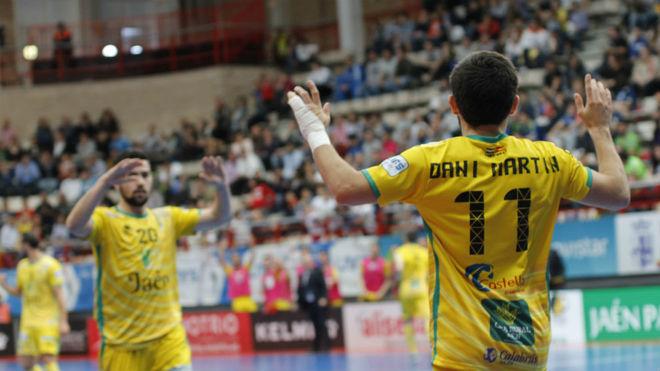 Los jugadores del Jaén Paraíso Interior celebran uno de sus goles al...