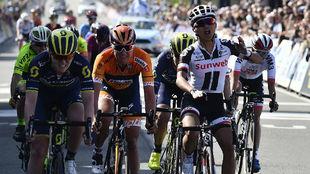 Coryn Rivera demuestra su gran velocidad en la llegada a Oudenaarde.