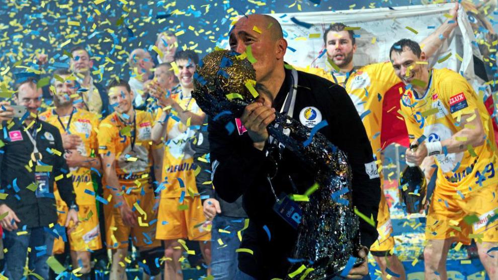 Talant Duishebaiev celebra el triunfo con el Kielce en la Liga de...