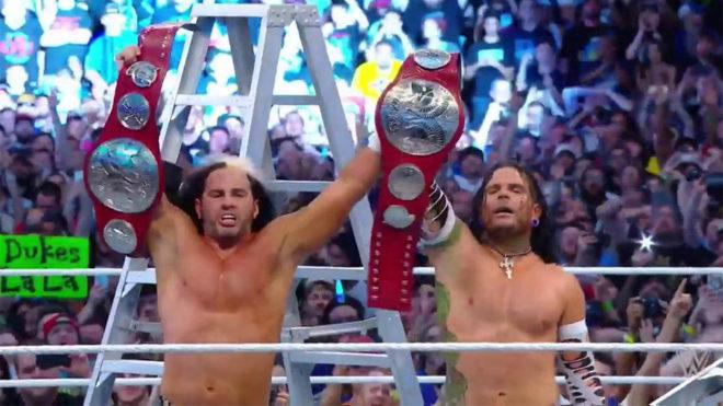 Matt y Jeff Hardy se llevaron los cinturones en su regreso.