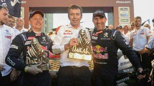 El copiloto Cottret, Bruno Famin y Peterhansel, tras ganar el Dakar...