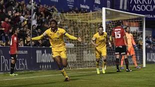 Owona celebra su gol al Mallorca con el que el Alcorcón volvió a...