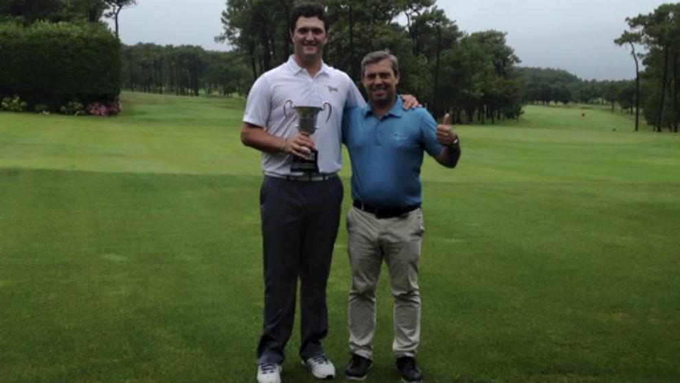 Jon Rahm, junto a Eduardo Celles, su entrenador.