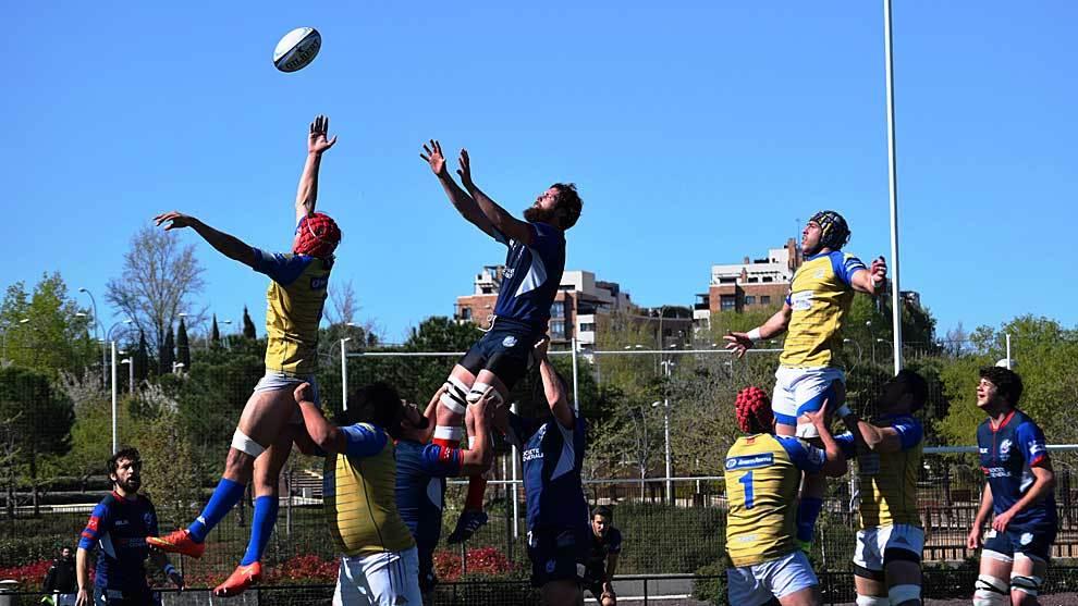 Una 'touche' de uno de los partidos entre Liceo Francés y CRC...