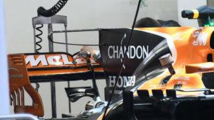 El ala en T doble, se ha incorporado en la parte superior de la aleta...