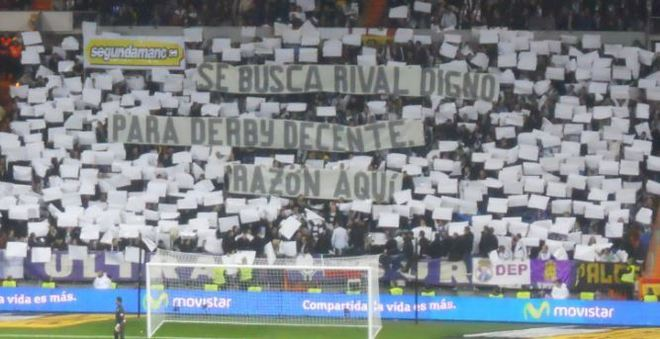 La pancarta que apareció en el Bernabéu en el derbi del 26 de...