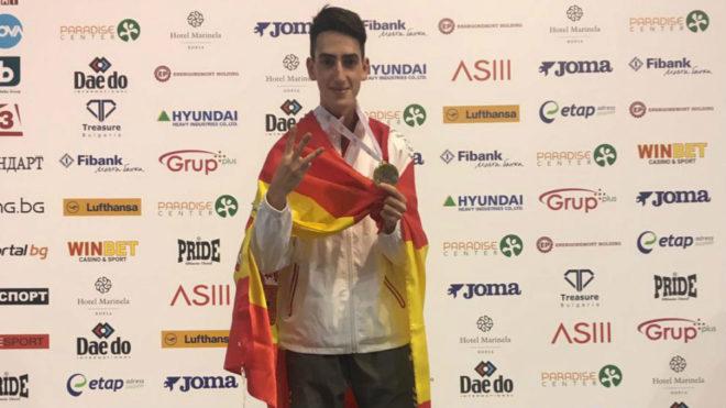 Jesús Tortosa, en el podio con su tercer oro europeo sub 21.