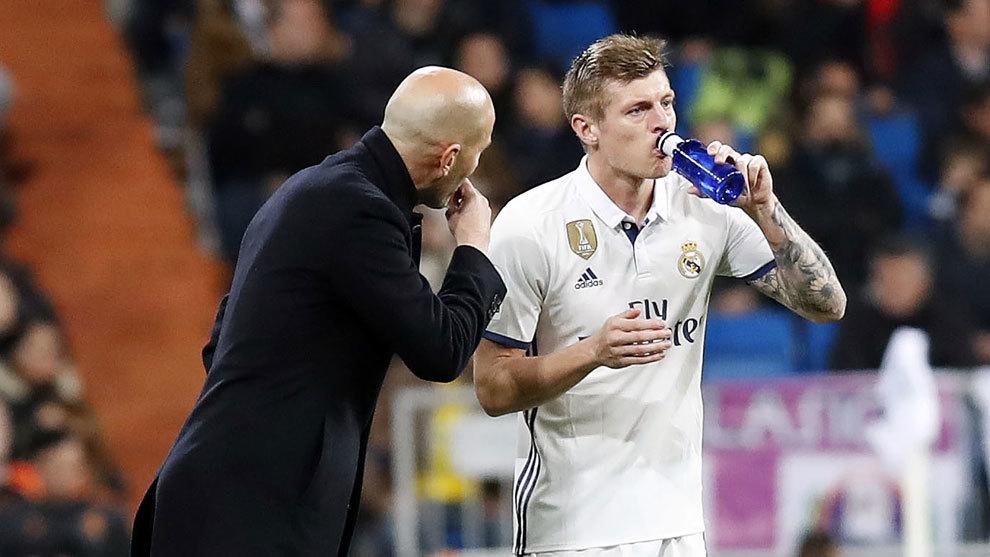 Zidane y Kroos en un partido de Liga