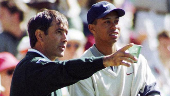 Seve Ballesteros habla con Tiger Woods durante el Masters de 1997.