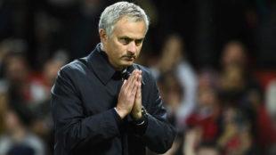 Mourinho, en un partido del United en Old Trafford.