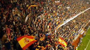 La afición en un partido de España en Mestalla.