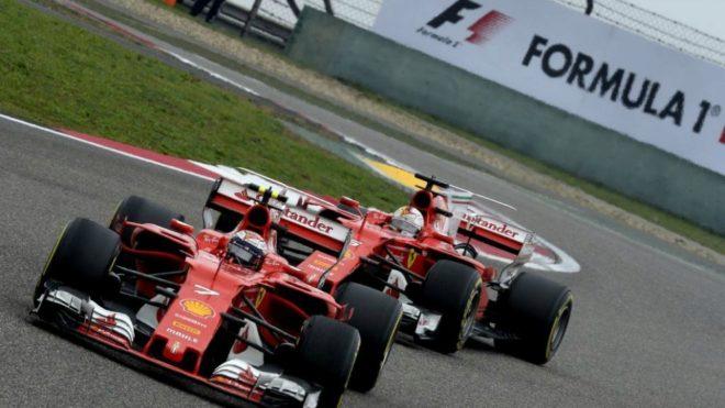 Raikkonen, delante de Vettel.