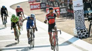 Van Avermaet celebrando su triunfo sobre Stybar en el velódromo de...