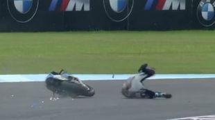 Márquez, por los suelos en la última vuelta