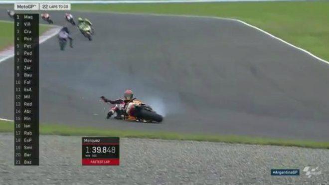 Márquez, en el suelo.