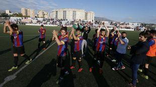 Los jugadores del Eldense saludan tras el partido