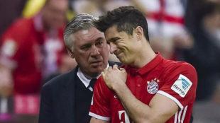 Ancelotti se preocupa por Lewandowski, que se duele del hombro.