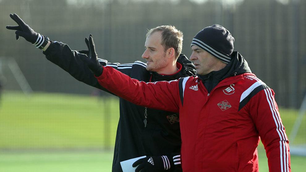 Bortoluzzi en su época como segundo entrenador en el Swansea City