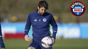 Coke entrena con el Schalke 04 en Alemania