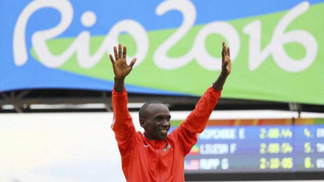 Kipchoge en el podio de los Juegos de Río.