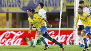 Mauricio Lemos celebra un gol con la UD Las Palmas.