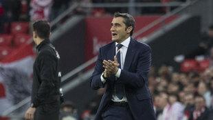 Valverde dirigiendo a los suyos contra el Espanyol