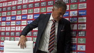 Lucas Alcaraz en su �ltima rueda de prensa con el Granada