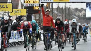 Sonny Colbrelli celebra su triunfo en la Par�s-Niza.