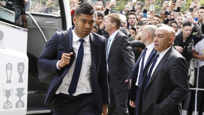 Casemiro no pudo volver a Madrid por culpa del control antidoping