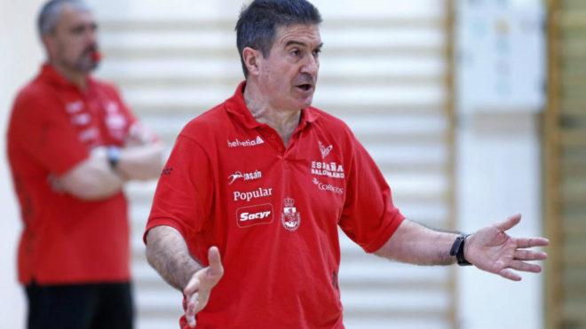 Manolo Cadenas durante un entrenamiento de la selección española.