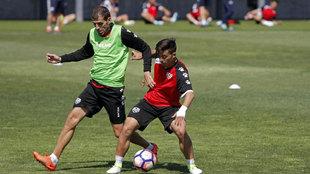 Trashorras y Fran Beltrán durante el entrenamiento del Rayo