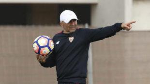 Sampaoli, en el entrenamiento del Sevilla este jueves.