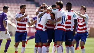 Los jugadores del Granada B celebran un gol ante el Villanovense.