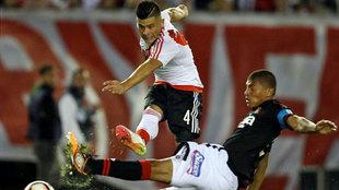 Jorge Moreira dispara a puerta en el partido contra el Melgar