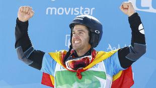 Lucas Eguibar en el podio del Mundial de Sierra Nevada
