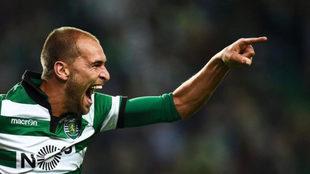 Dost celebra su gol en Setúbal.